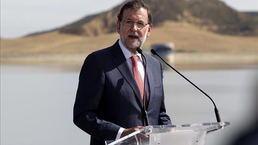 Rajoy recalca la vía del diálogo tras ofrecerle el presidente de Aragón mediar ante Cataluña