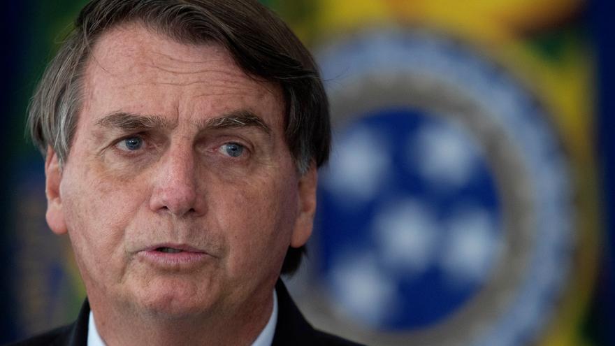 """Bolsonaro alerta que Brasil es """"un barril de pólvora"""" por los confinamientos"""