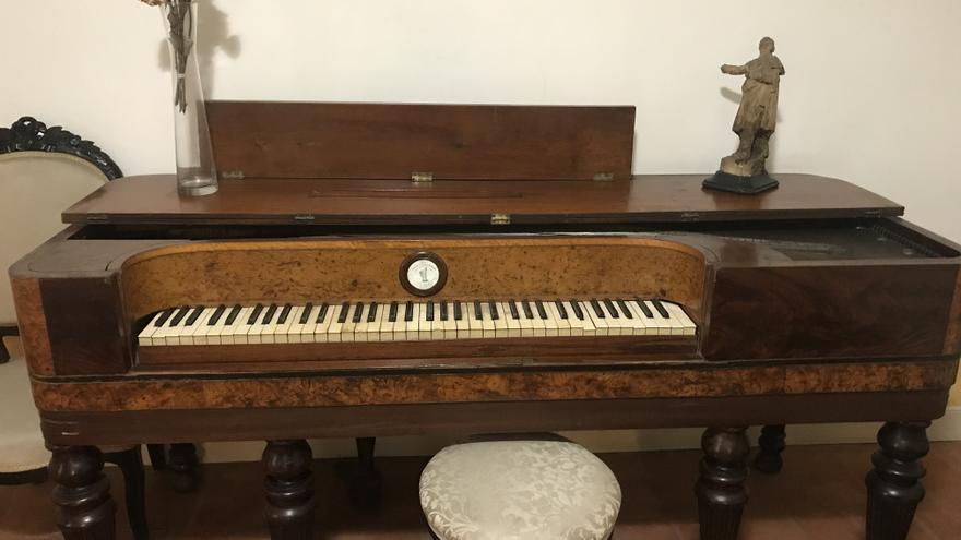 El piano de José Zorilla antes de su restauración.