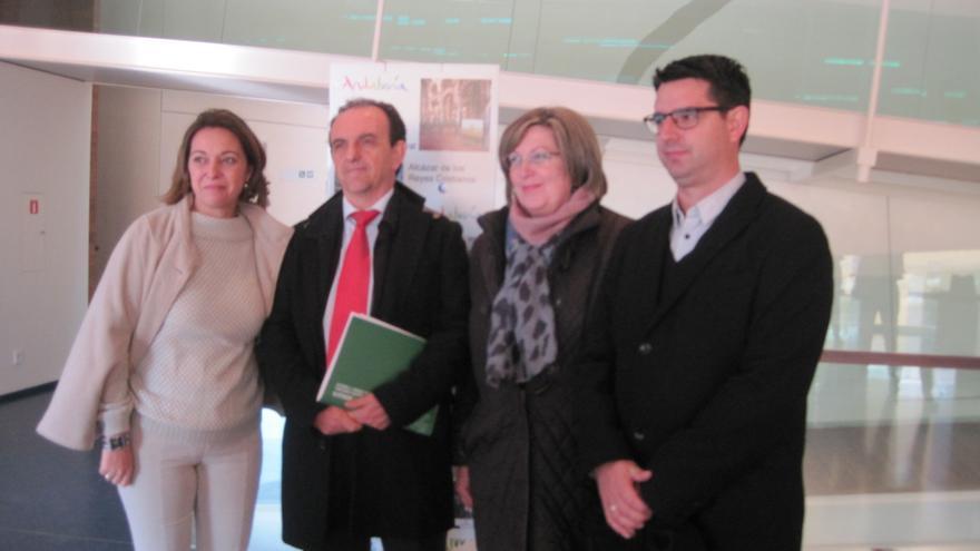 El consejero de Turismo y Comercio, Rafael Rodríguez, tras mantener una reunión con representantes del Cabildo de la Catedral en Córdoba.