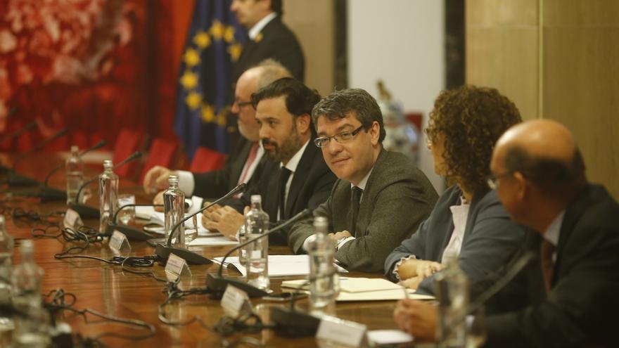El ministro de Energía y los portavoces del ramo en el Congreso.