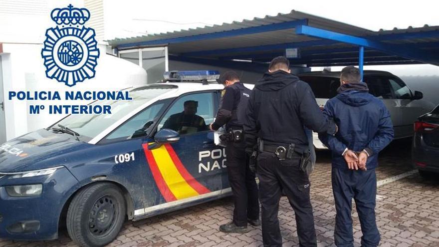 Un detenido e intervenidos 2.500 kilos de hachís en La Línea (Cádiz)
