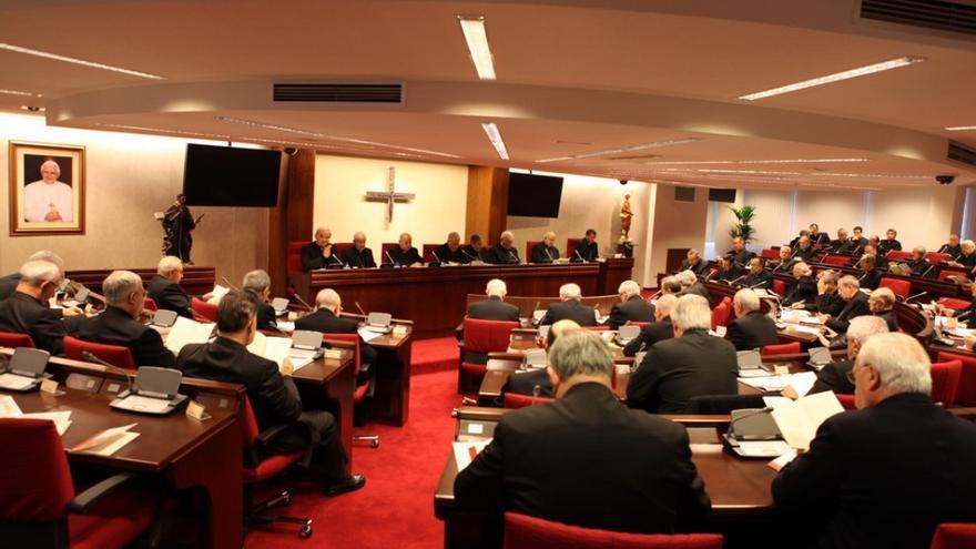 Imagen de una asamblea de la conferencia Episcopal.