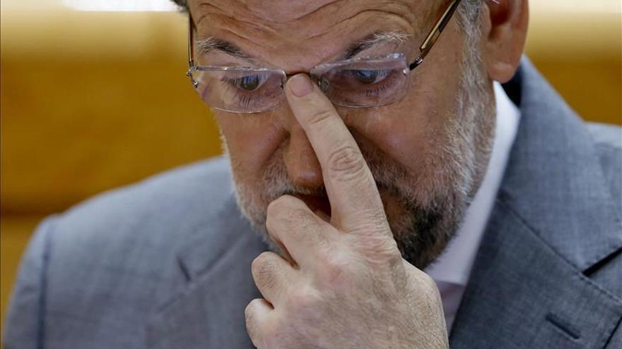 Rajoy aparece más solo e inepto que nunca.