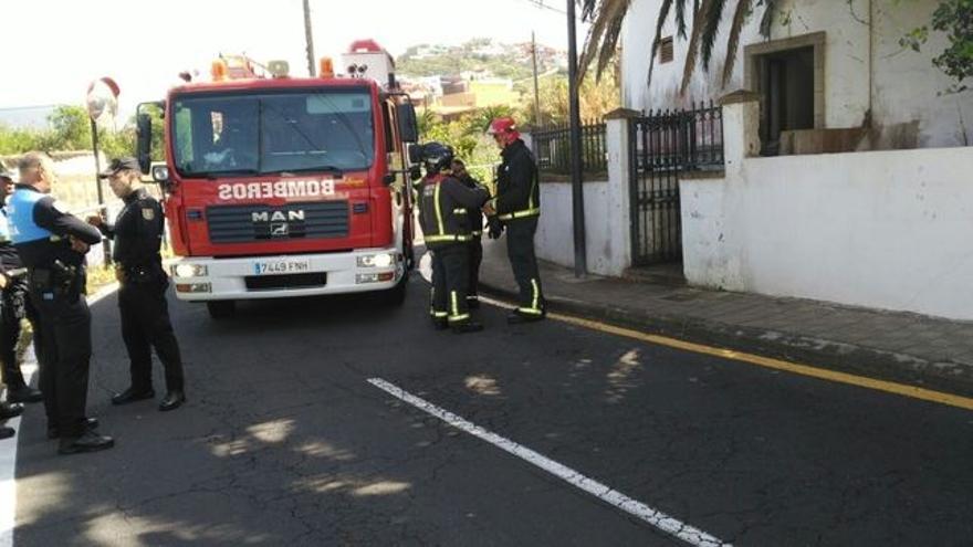 Casa en la que este lunes se extinguió el fuego y se halló el cadáver de la mujer
