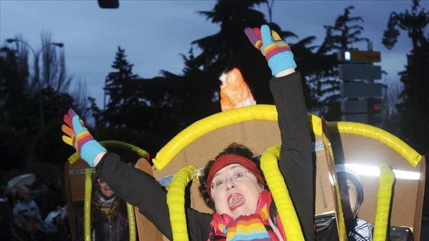 El carnaval inunda las calles con el humor, el ingenio y la ironía