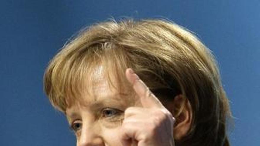 """Merkel lamenta """"profundamente"""" la decisión de GM sobre Opel"""