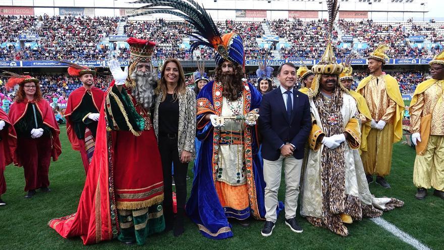 Recepción ofrecida a los Reyes en el estadio insular de Tenerife