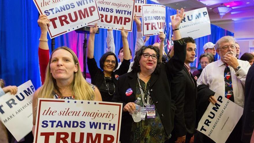 Trump disfruta de su cómoda victoria en Carolina del Sur entre sus seguidores