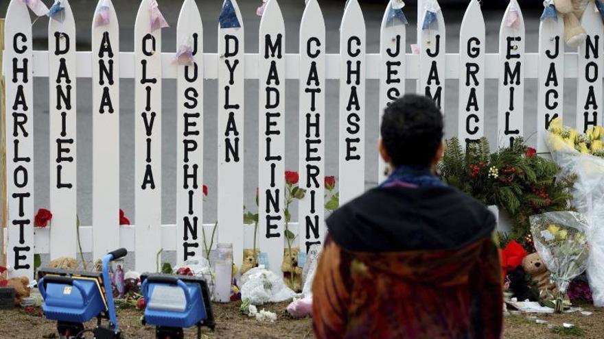 Arrestan en EE.UU. a un hombre que propaga que el tiroteo en Sandy Hook fue una farsa