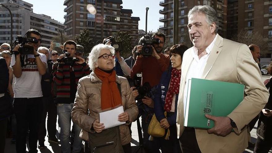 Ayuntamiento Pamplona y afectados se querellan contra crímenes de franquismo