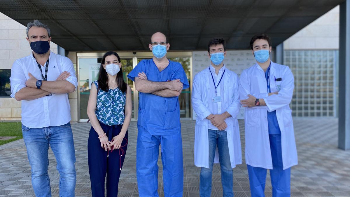Cirujanos de trasplante hepático del Hospital Reina Sofía e investigadores del Imibic