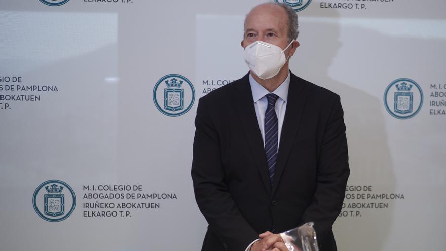 El ministro de Justicia, Juan Carlos Campo, participa en el ciclo 'Diálogos Institucionales', organizado por el Colegio de Abogados de Pamplona, a 21 de abril de 2021, en Pamplona, Navarra (España). La intervención se produce horas más tarde de que el min