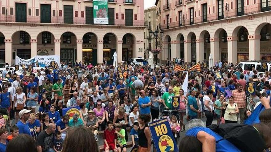 Manifestación contra el pantano de Biscarrués celebrada en Huesca.