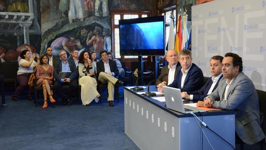 Rueda de prensa celebrada este viernes en el Cabildo, con Diego Navarro (derecha), el director de Fimucité