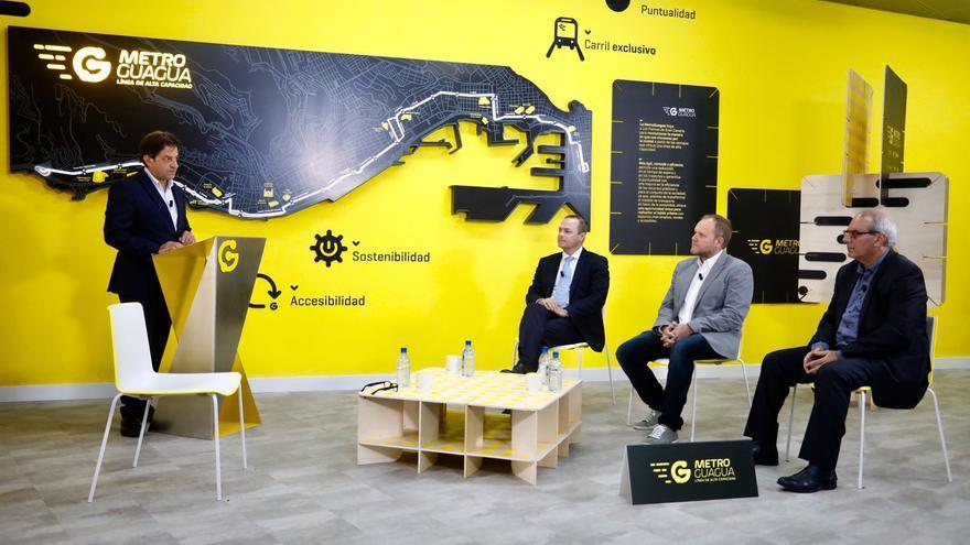 El alcalde de Las Palmas de Gran Canaria, Augusto Hidalgo, el concejal de Movilidad, José Eduardo Ramírez, y el director general de Guaguas Municipales, Miguel Ángel Rodríguez.
