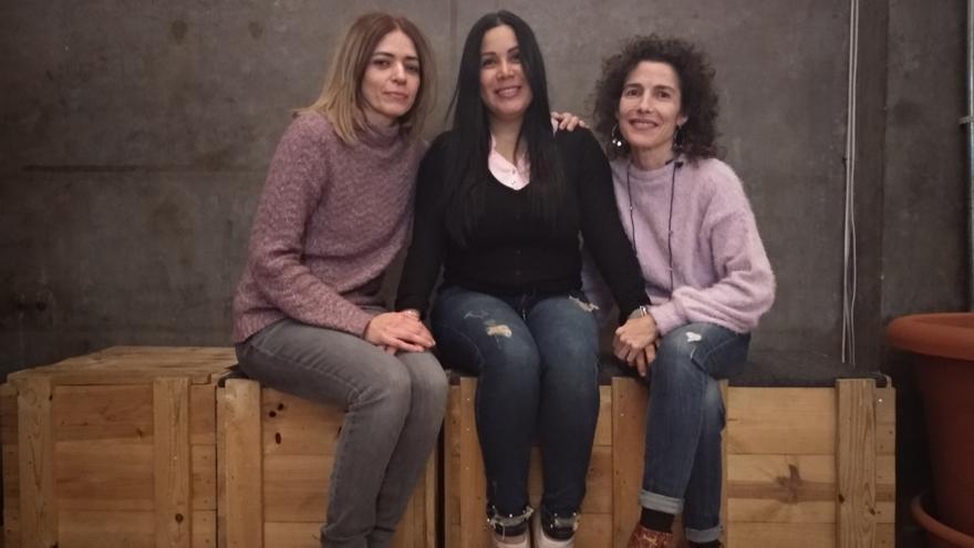 Elena, Marta y Diana se han conocido gracias al proyecto de la ONG rescate que rata de impulsar vínculos entre personas refugiadas y habitantes de las ciudades de acogida.