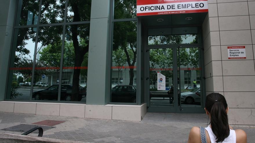 (Ampl.) El INE aflora 377.000 ocupados y reduce el paro al 25,7% al cambiar la población en la EPA