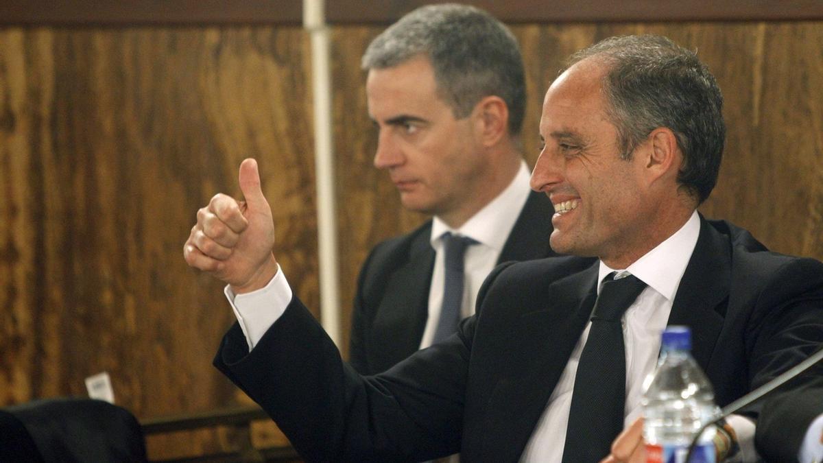 El expresident Francisco Camps junto a Ricardo Costa en el juicio de los trajes.