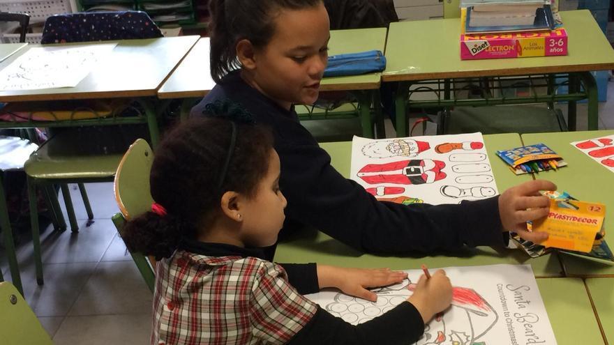 María Pilar ayudaba normalmente a Khadija (siete años menor)