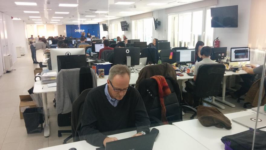 Santiago Merino contestando a las preguntas en la redacción de eldiario.es