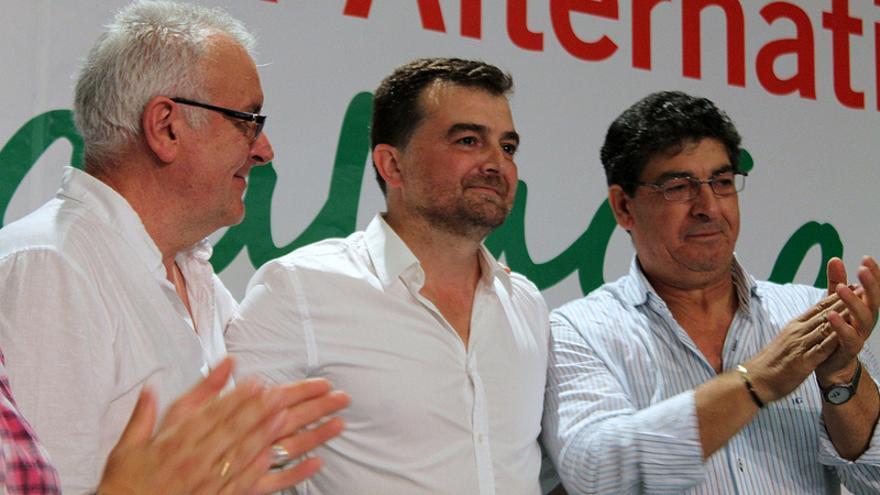Antonio Maíllo recibe el testigo de Diego Valderas en presencia de Cayo Lara