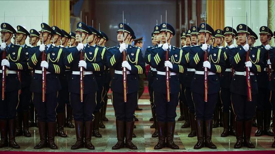 China sopesa permitir el envío tropas al extranjero en misiones antiterroristas