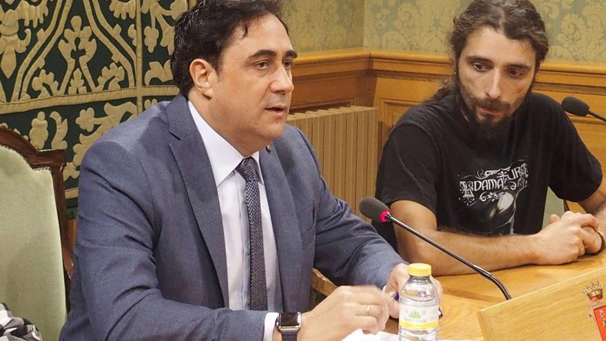 El alcalde de Cuenca  arremete en Twitter contra un ciudadano por quejarse del estado de los parques