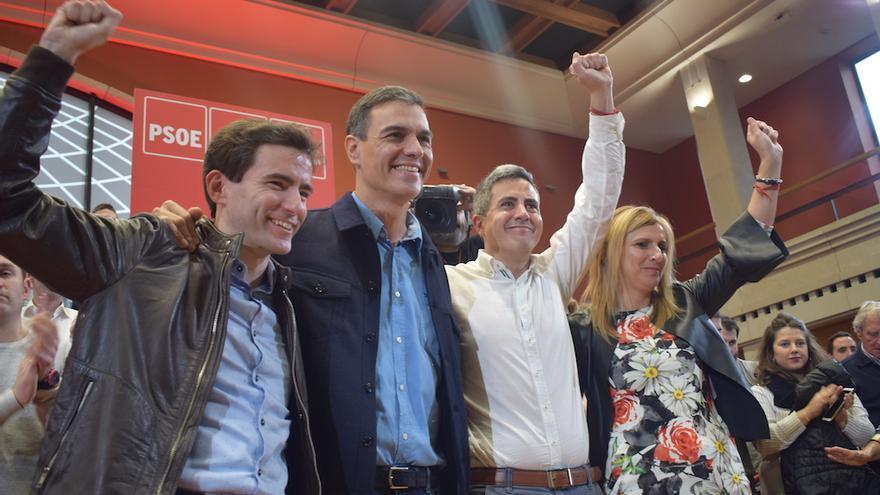 Casares, Sánchez, Zuloaga y Cobo durante el mitin en Santander.