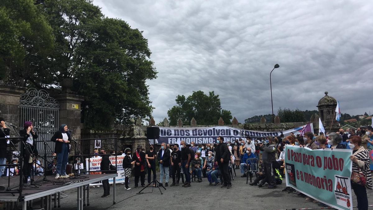 Protesta a las puertas del Pazo de Meirás el 19 de junio de 2021