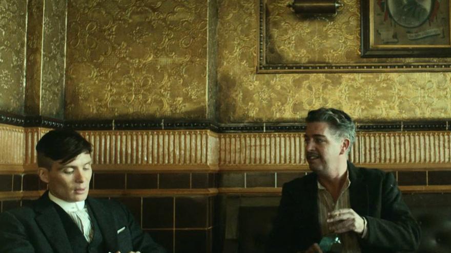 Karl Shiels, actor de 'Peaky Blinders', junto al protagonista, Cillian Murphy