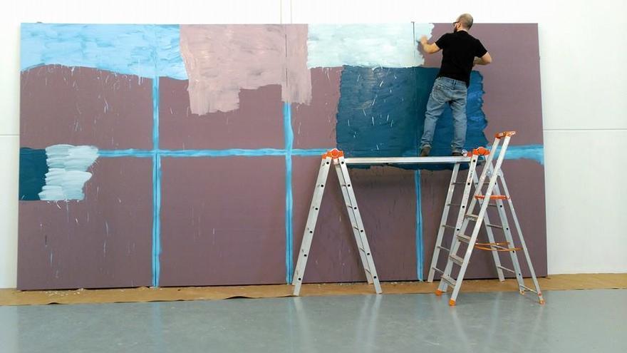 El pintor Manuel Pérez trabajando en una de sus obras / Foto: Manuel Pérez