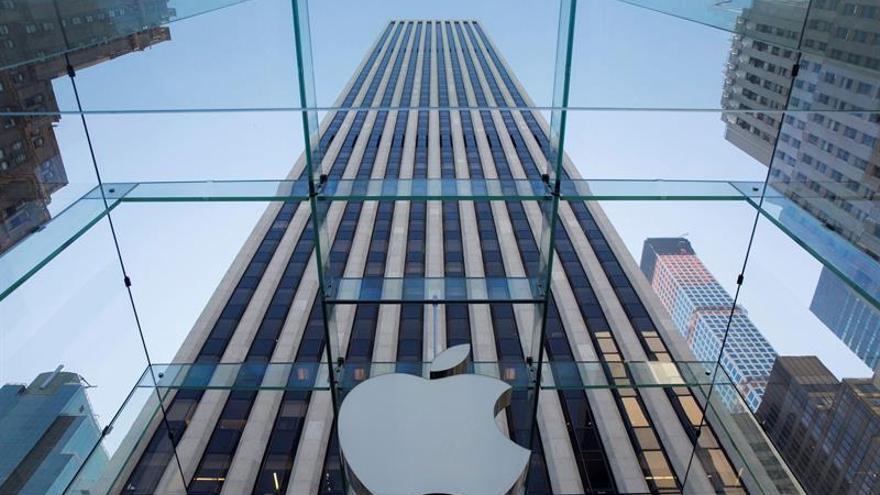 Partidarios de Apple se manifiestan contra las exigencias del Gobierno de EE.UU.