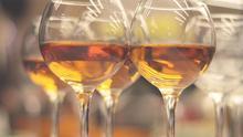 Qué es el vino naranja: cinco ejemplos para conocerlos y disfrutarlos