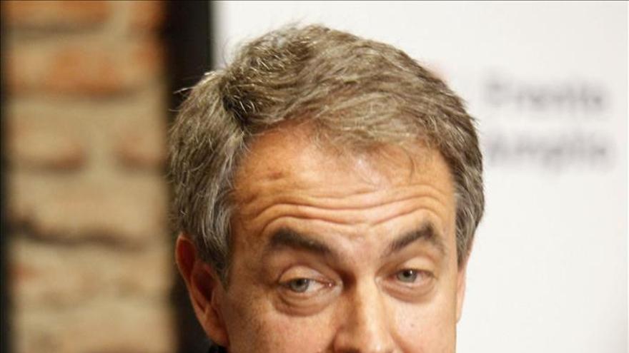 """Zapatero dice que es más importante """"proteger a las mujeres que reformar las instituciones"""""""