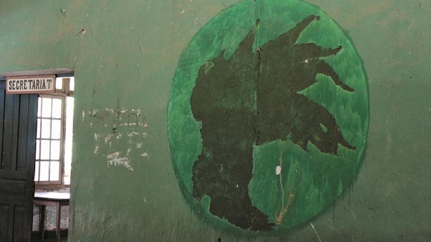 Antorca   Símbolo aún visible en la pared