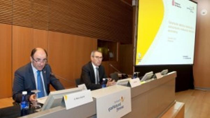 Manu Ayerdi y Martí Solà durante la celebración del seminario celebrado en Pamplona.