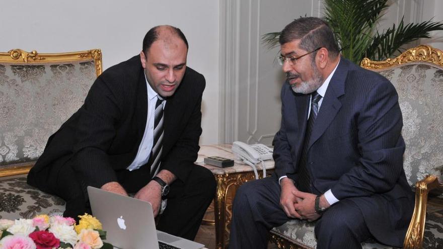 Yehia Hamed, aún siendo ministro de Inversión, con el entonces presidente de Egipto Mohamed Morsi, ahora en prisión.