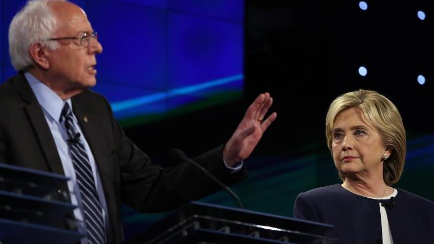 Clinton y Sanders chocan sobre sus historiales y sus propuestas en inmigración