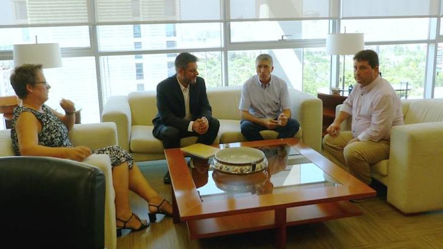 La secretaria autonómica, María José Mira, el concejal Carlos Galiana, el conseller de Economía, Rafa Climent, y el director general de Comercio, Natxo Costa.