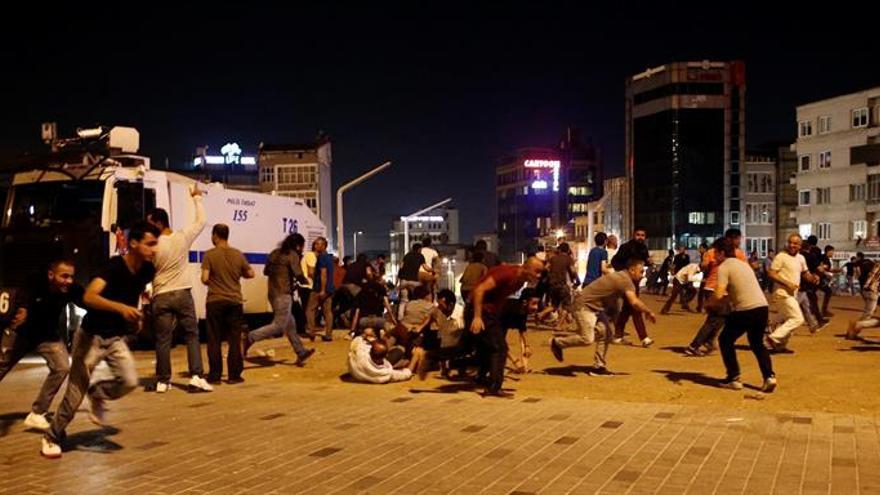 Prosiguen los combates aéreos entre golpistas y leales al Gobierno turco