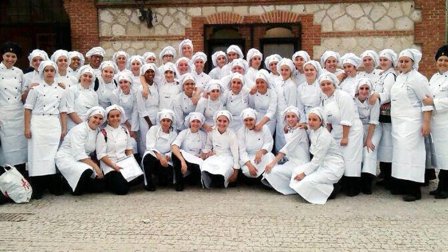 Alumnas del ciclo de Cocina del colegio Fuenllana. / Fuenllana.net