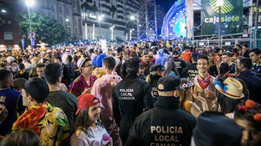 Imagen de archivo de la fiesta del Carnaval en la calle, en Santa Cruz de Tenerife