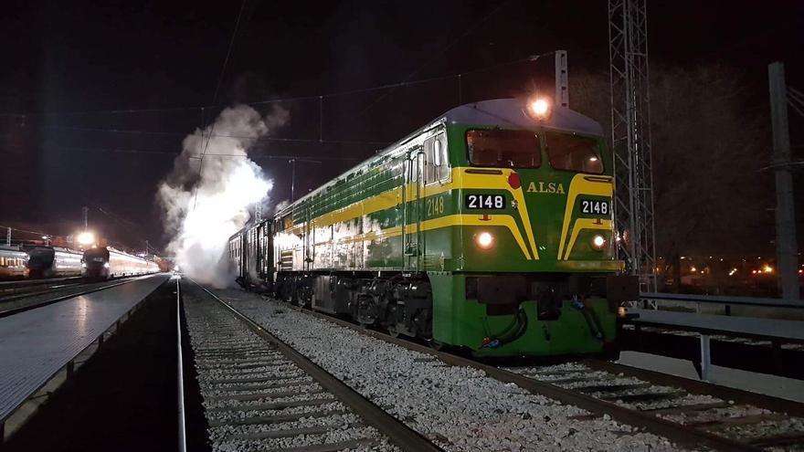 La locomotora de 1965 que ha hecho el trayecto Madrid-Teruel