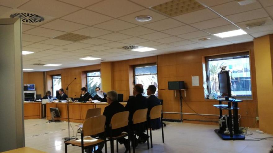 Manuel Parejo, Norberto Plasencia y Víctor Reyes, en el banquillo de los acusados.