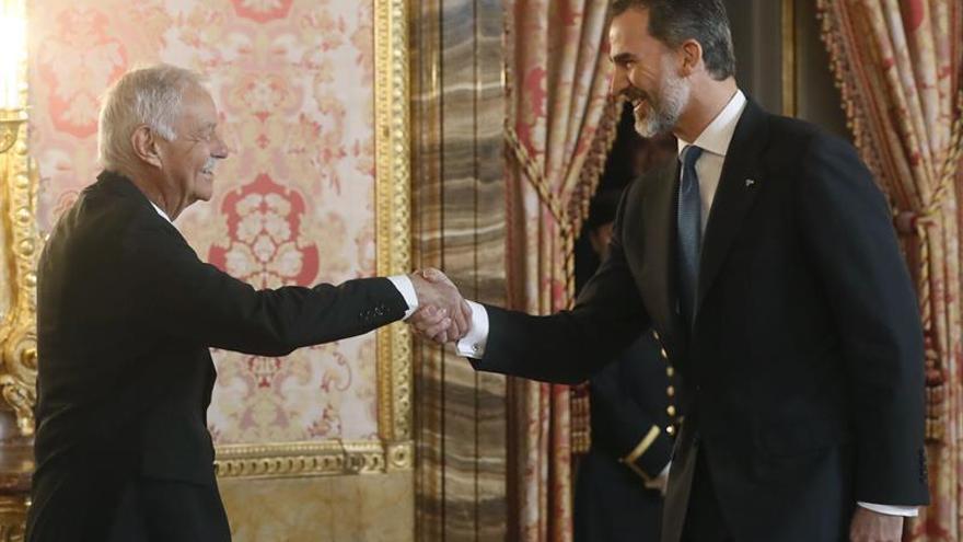 Eduardo Mendoza recibe mañana el premio Cervantes 2016 de manos de Felipe VI