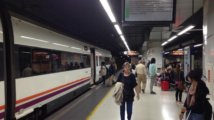 El PSOE pide la comparecencia de Pastor en el Congreso por el caos ferroviario en Barcelona