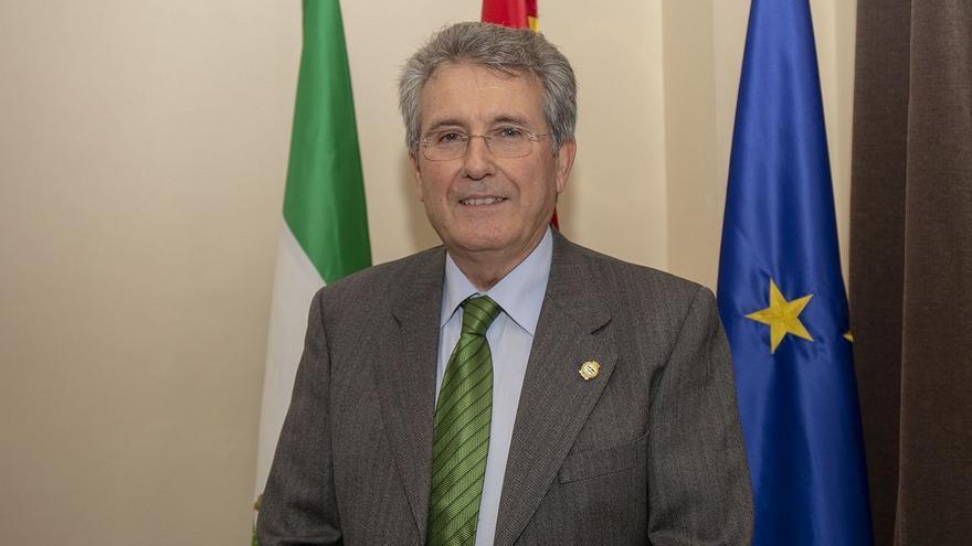El presidente del Consejo Andaluz de Colegios de Médicos de Andalucía