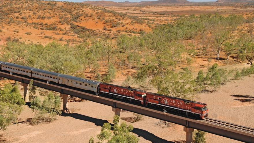 El mítico The Ghan internándose en el Centro Rojo. Great Southern Rail