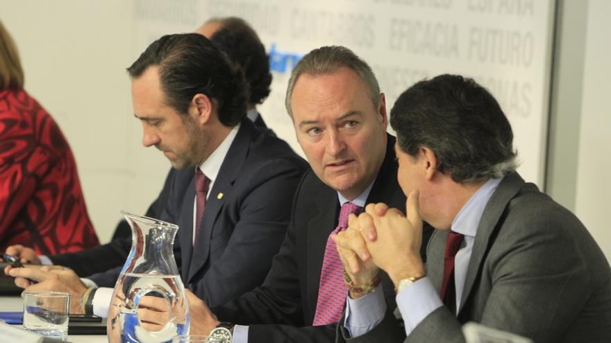 """Fabra sigue """"a la espera"""" de saber si será candidato y Aguirre señala que """"la pelota"""" no ya está en su tejado"""